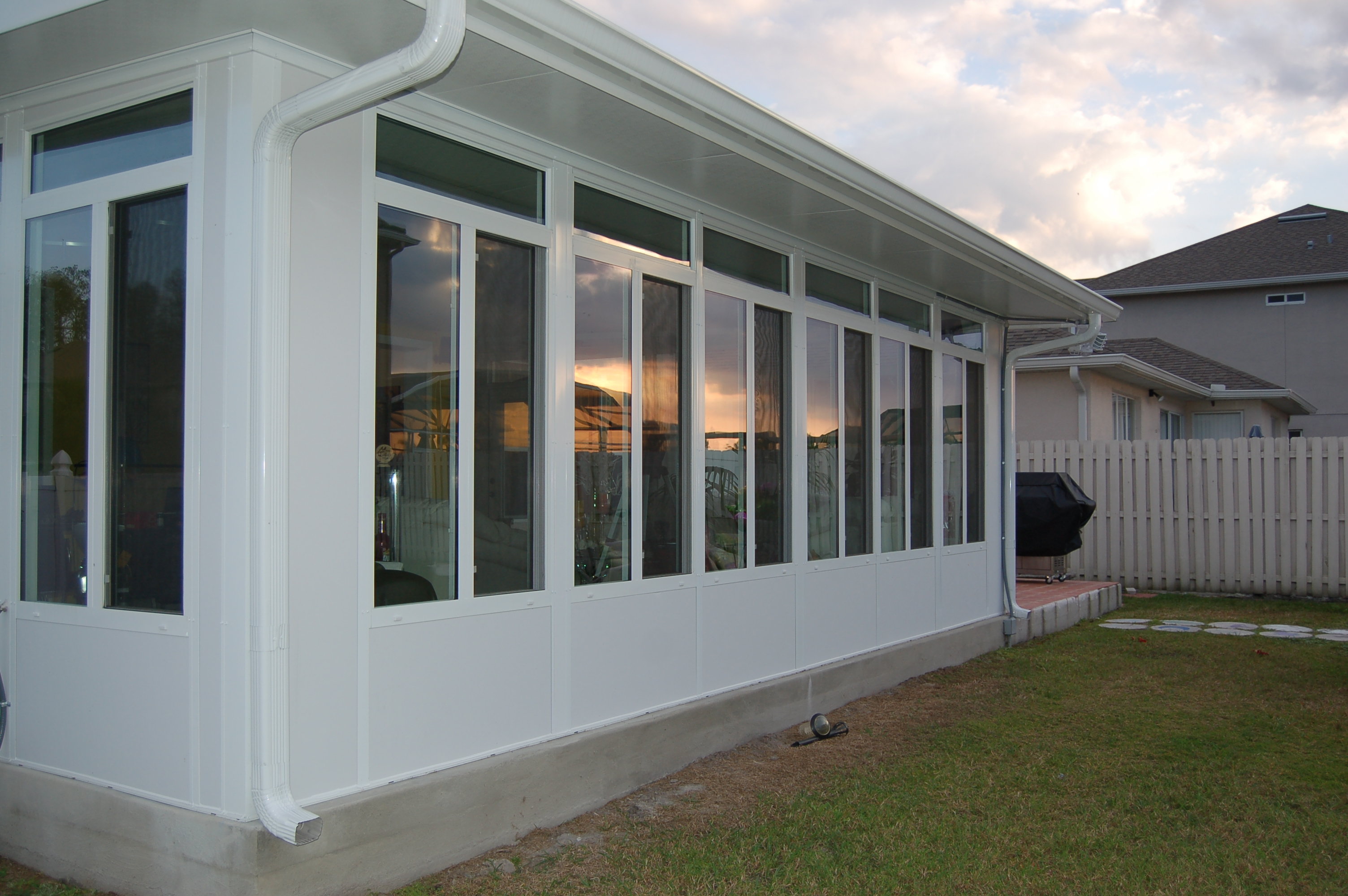 Screen Room or Sunroom: Which is a Better Fit for Your Home?